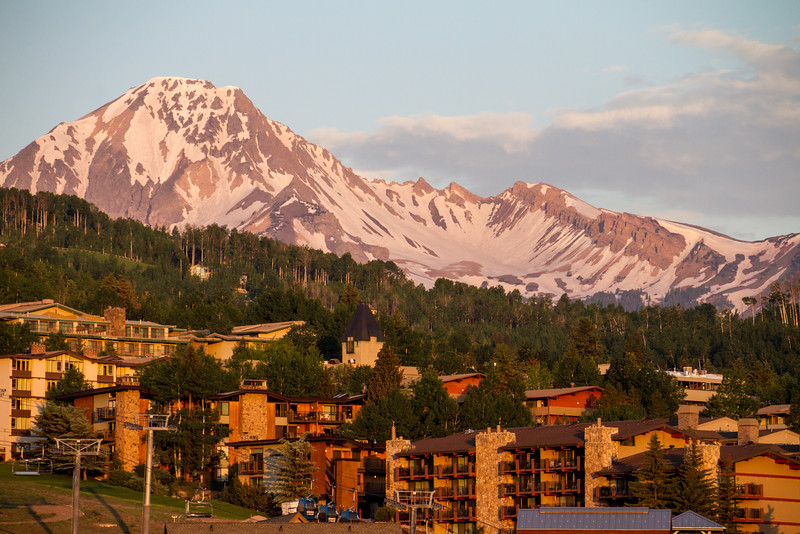 View of cable car and snowcapped mountains - USA - Colorado