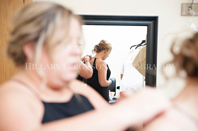 Hillary_Ferguson_Photography_Melinda+Derek_Getting_Ready167.jpg