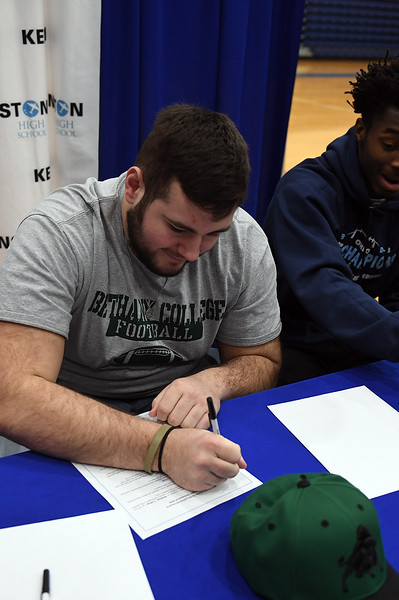 college_signing_3588.jpg