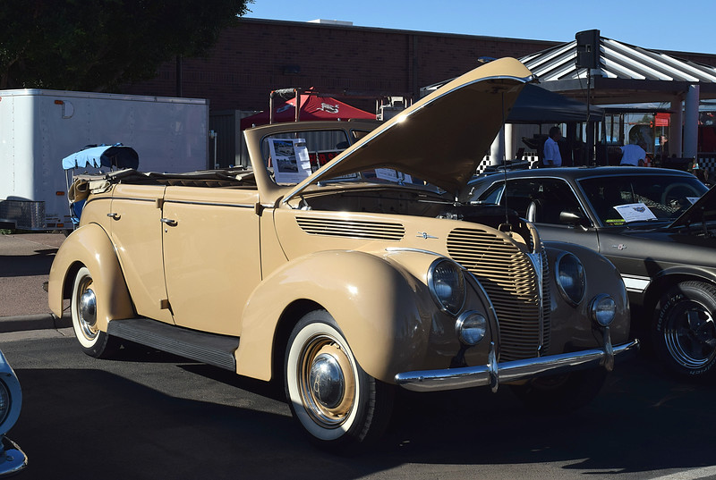 Ford 1938 4 dr conv Deluxe ft rt 3-4.JPG