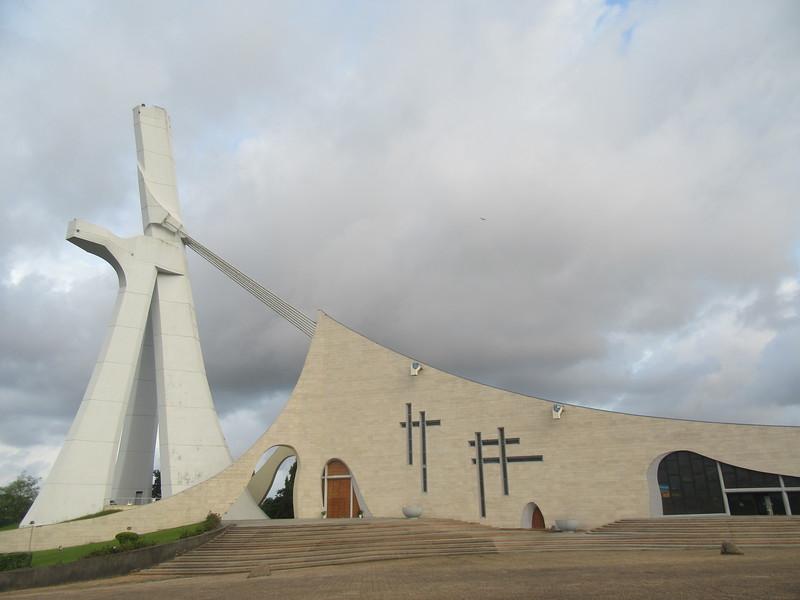 009_Abidjan. La Cathédrale Saint-Paul. Quartier du Plateau. 76 mètres de hauteur.JPG