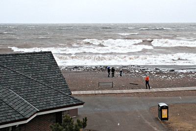2018 04 14: Lake Superior, Duluth, MN, High winds, winter storm, waves