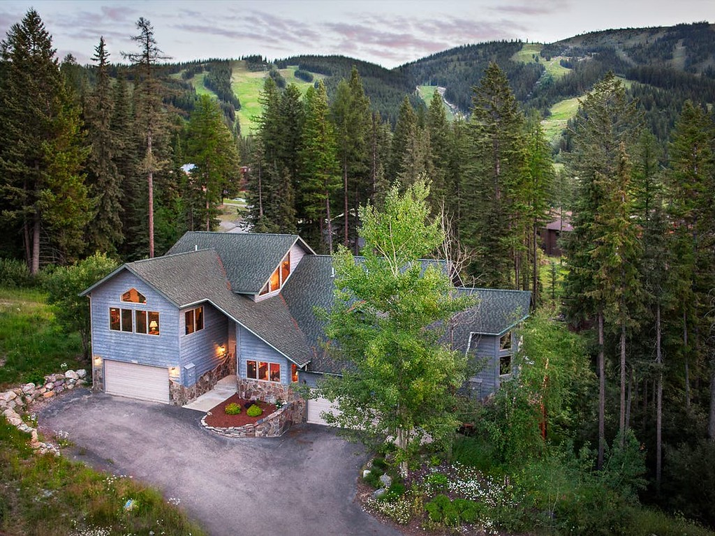 Vacasa vacation rental in Whitefish Montana