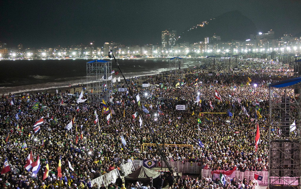 . Hundreds of thousands crowd the Copacabana beachfront during the World Youth Day Welcome Feast in Rio de Janeiro, Thursday, July 25, 2013.  Pope Francis addressed the young pilgrims from 175 nations gathered on the famous beach. Francis is on the fourth day of his trip to Brazil. (AP Photo/Domenico Stinellis)