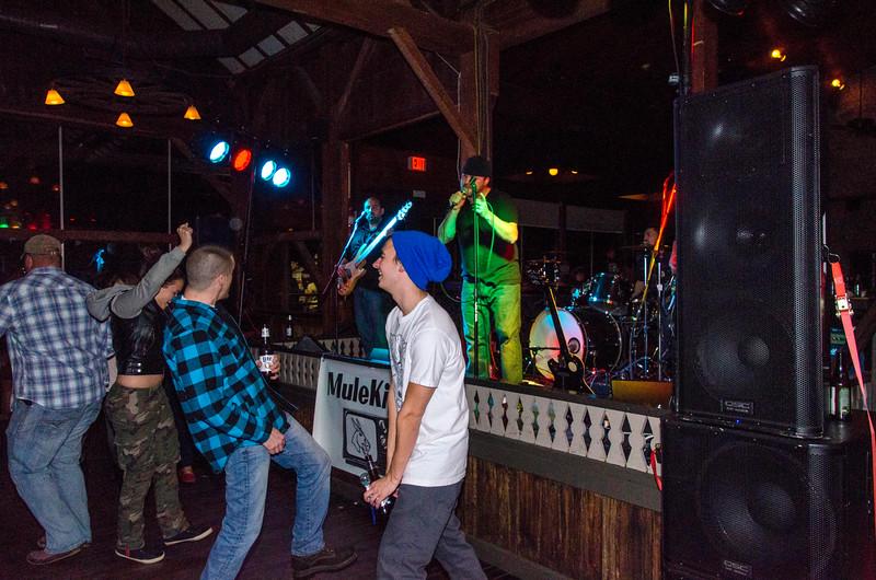 Zozo-Party-2014-MuleKick_Snow-Trails-70438.jpg
