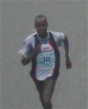 2003 Vancouver Sun Run - Paul Koech wins