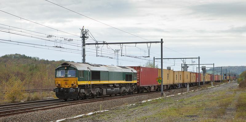 Crossrail 29002 with a Weil am Rhein/D-bound intermodal in Montzen.
