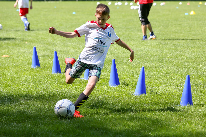 hsv_fussballschule-360_48047995928_o.jpg