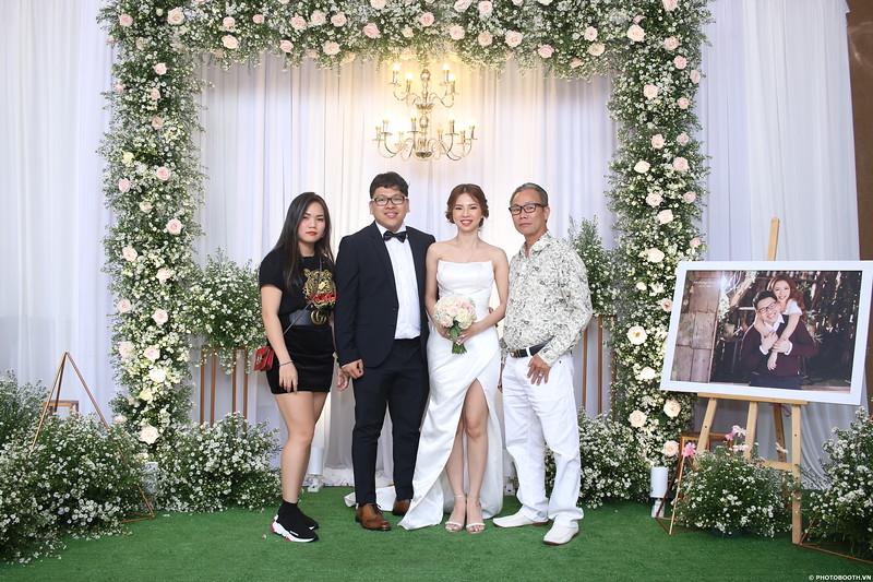 Vy-Cuong-wedding-instant-print-photo-booth-in-Bien-Hoa-Chup-hinh-lay-lien-Tiec-cuoi-tai-Bien-Hoa-WefieBox-Photobooth-Vietnam-086.jpg