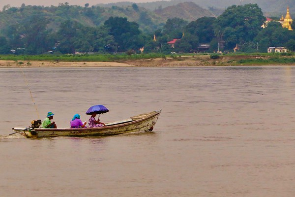 Irrawaddy River: People, Villages, Temples