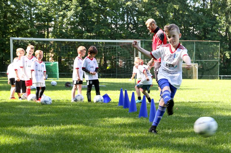 hsv_fussballschule-136_48047950176_o.jpg
