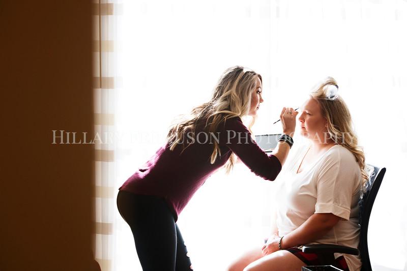 Hillary_Ferguson_Photography_Melinda+Derek_Getting_Ready084.jpg