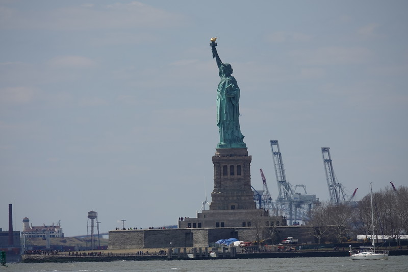 Statue of Liberty at 600mm from same location as previous 24mm image.