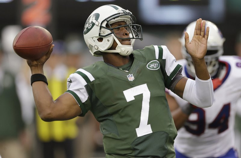 """. <p><b> Jets at Titans (-3½):</b>  <p>How ridiculously improbable is New York�s 2-1 start? Geno Smith has somehow managed to have a lower quarterback rating than Christian Ponder. You could look it up. <p>Pick: <b>Titans by 7</b> <p>   (AP Photo/Seth Wenig)  <p><b>BYES</b><p> <p><b> Packers, Panthers </b>  <br>  <p><b>RECORD</b> <p><b>Week 3:</b> Straight up 11-5, vs. spread 9-6-1  <p><b>Season:</b> Straight up 30-18, vs. spread 20-26-2  <br> <p>Kevin Cusick talks fantasy football with Bob Sansevere and \""""The Superstar\"""" Mike Morris on Thursdays on Sports Radio 105 The Ticket. Follow him at <a href=\'http://twitter.com/theloopnow\'>twitter.com/theloopnow</a>."""