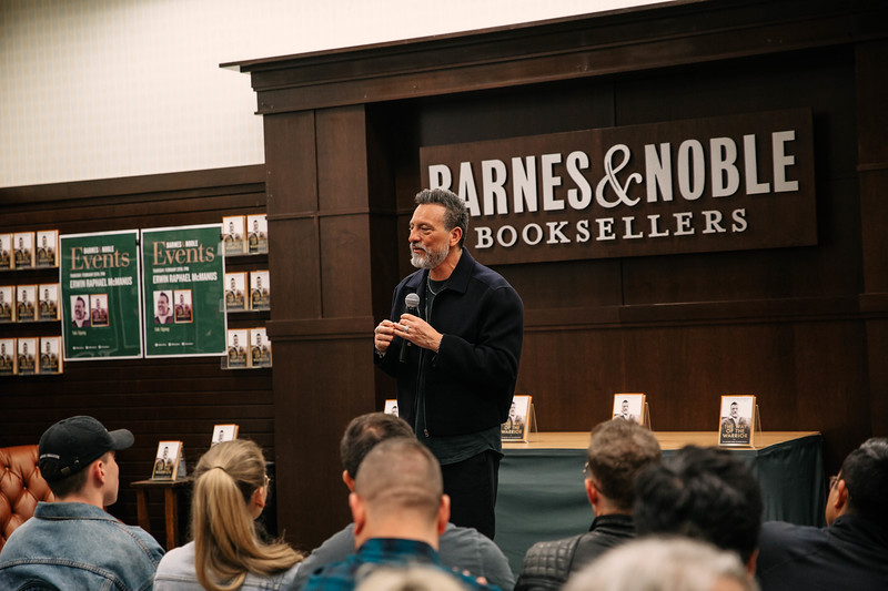 2019_2_28_TWOTW_BookSigning_SP_046.jpg