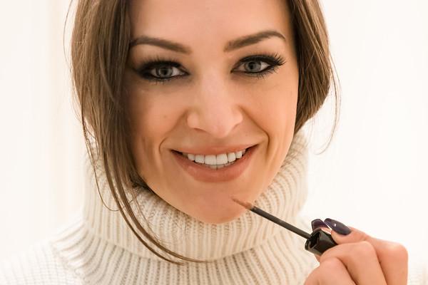 Cassandra McClure  -  Clean Beauty Celebrity Make-Up Artist