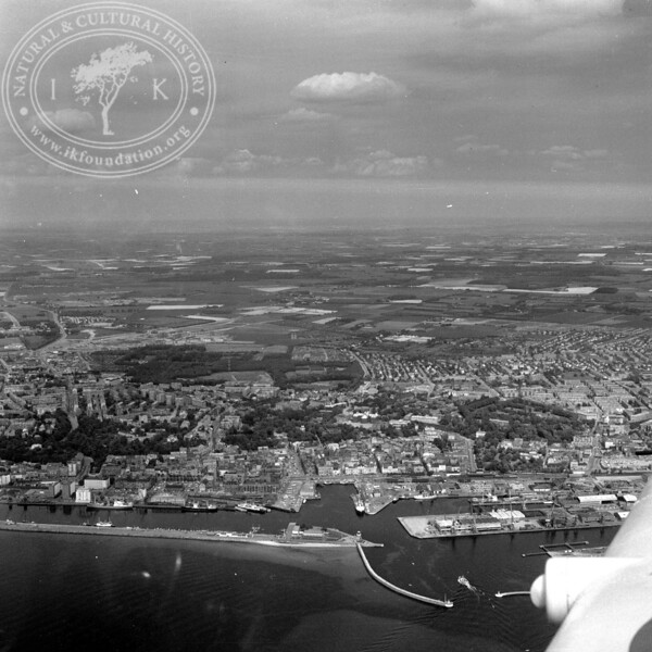 Helsingborg City with Harbor and Kärnan   EE.1204
