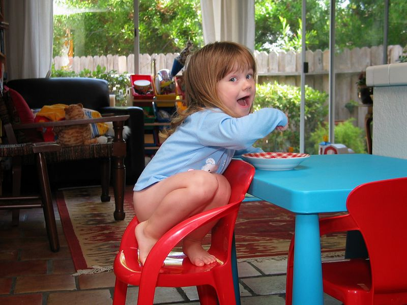 8/7 - One day Lili decided to turn the seat around and to eat her whole breakfast this way.