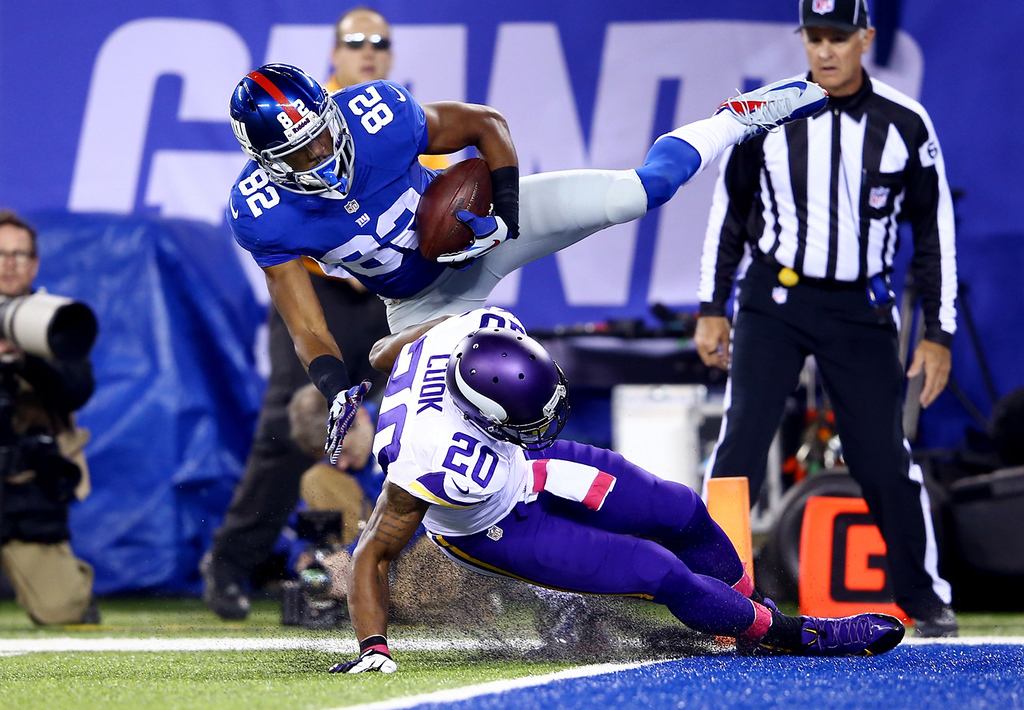 . Giants wide receiver Rueben Randle pulls in a 24-yard touchdown pass over Vikings cornerback Chris Cook in the second quarter.  (Photo by Al Bello/Getty Images)