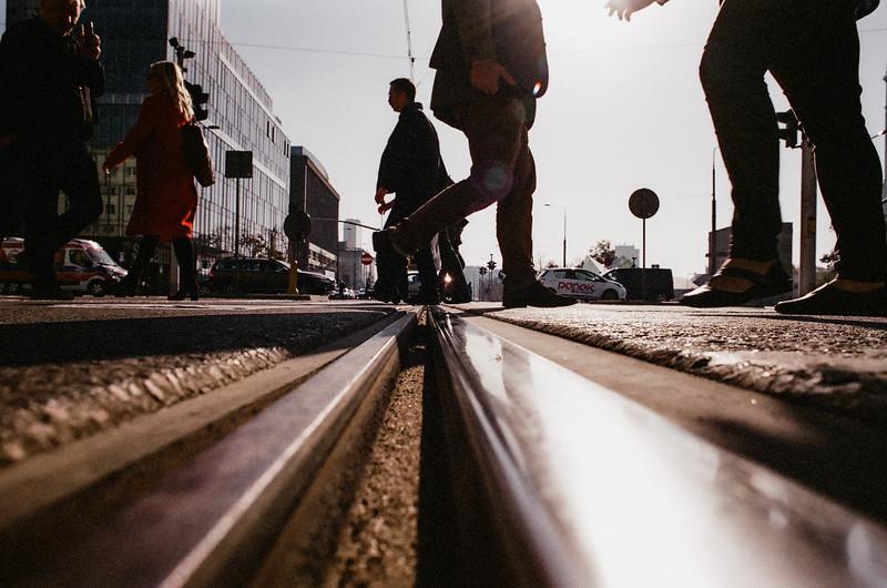 people crossing stret NIKON Fm2 Fujifilm Xtra 400.jpg