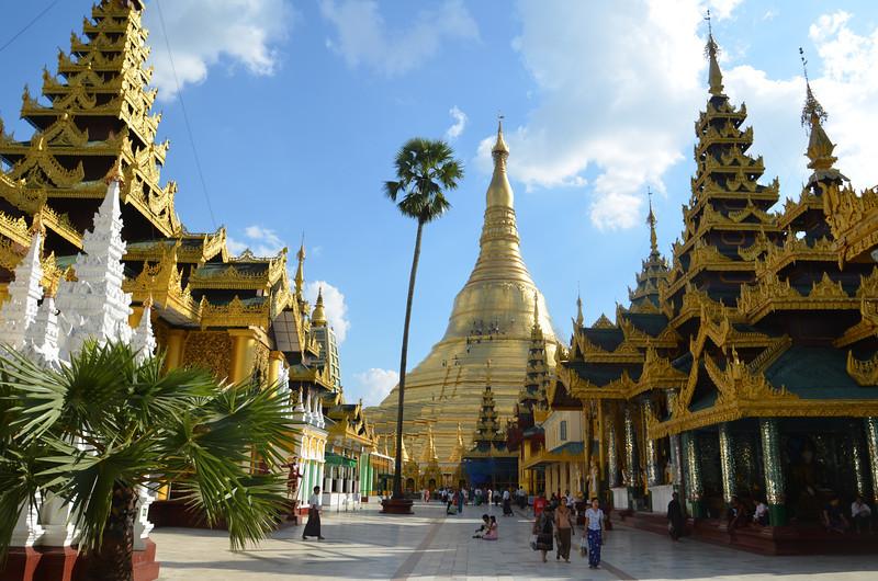 DSC_3727-shwedagon-paya-north-entrance.JPG