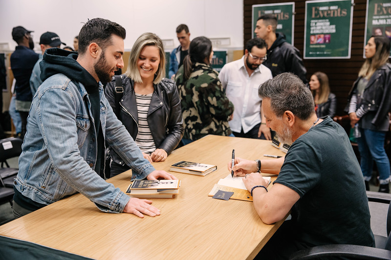 2019_2_28_TWOTW_BookSigning_SP_554.jpg