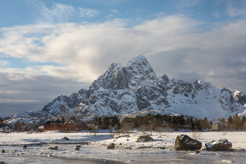Feb2218   Svolvear & Bus to Reine-3.jpg