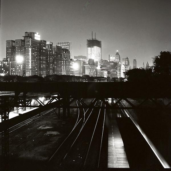48310539_Skyline night train tracks
