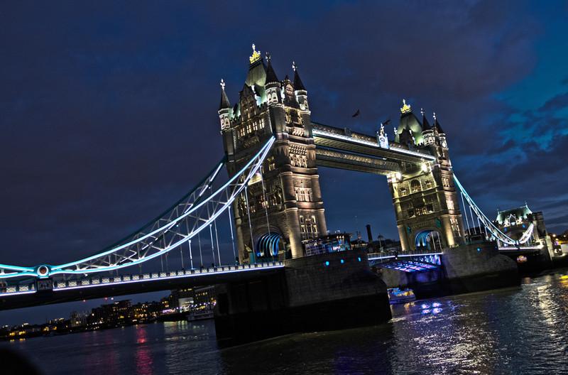 londonbridgesnight.jpg