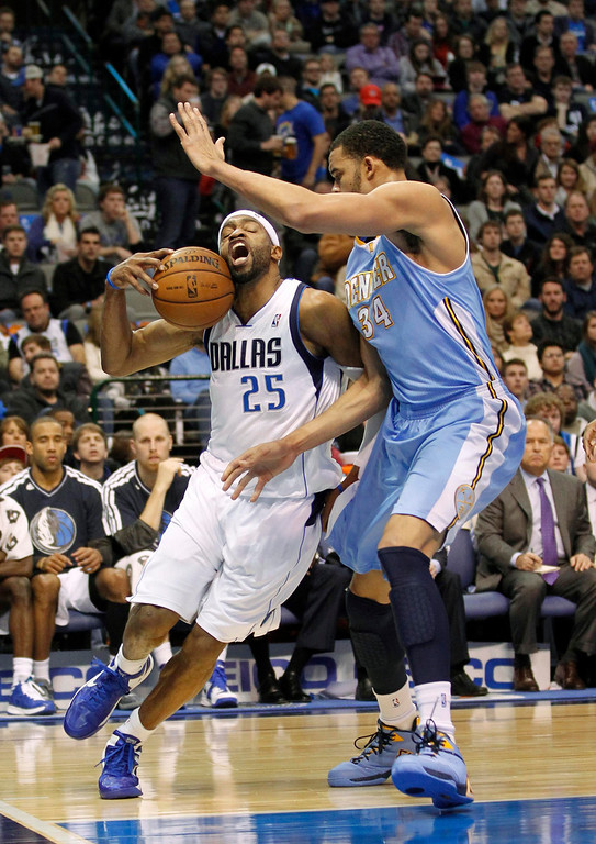 . Dallas Mavericks guard Vince Carter (L) drives against Denver Nuggets center JaVale McGee during the first half of their NBA basketball game in Dallas, Texas, December 28, 2012.  REUTERS/Mike Stone
