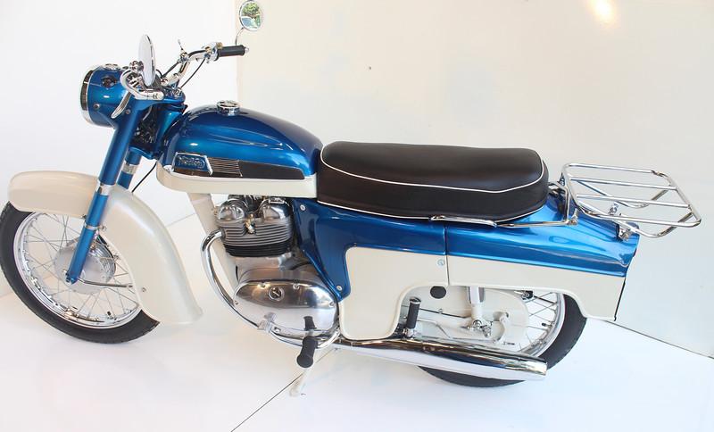1962 Norton 8-13 053.JPG