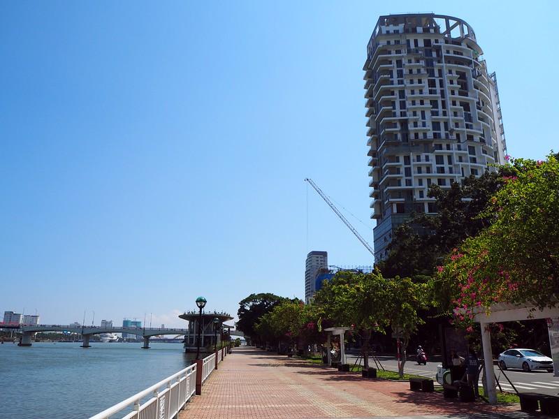 PA090058-riverfront.jpg
