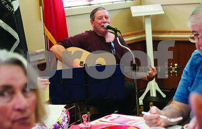 veterans-and-their-loved-ones-celebrate-valentines-at-watkinslogan-veterans-home