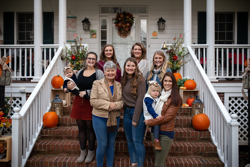 2019 November Ellis Family-198-163.jpg