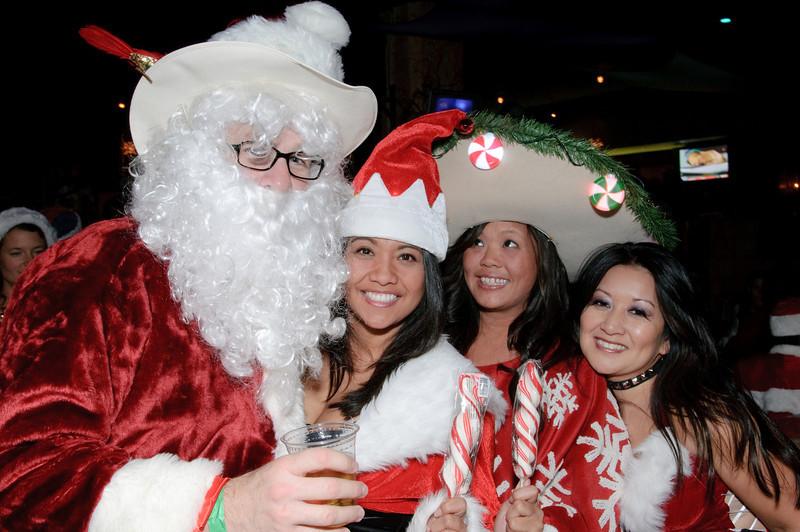 2009 ALS Santa Crawl-151.jpg