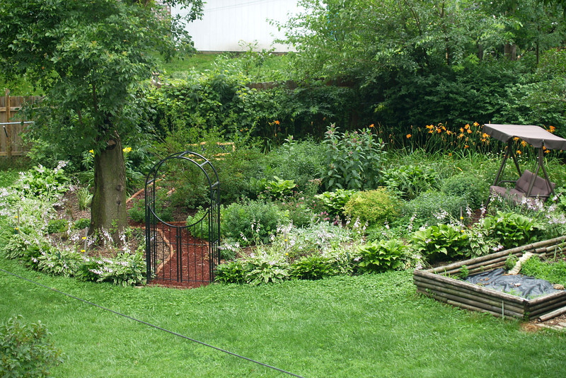 Amazing tranquil gardens with mature trees.