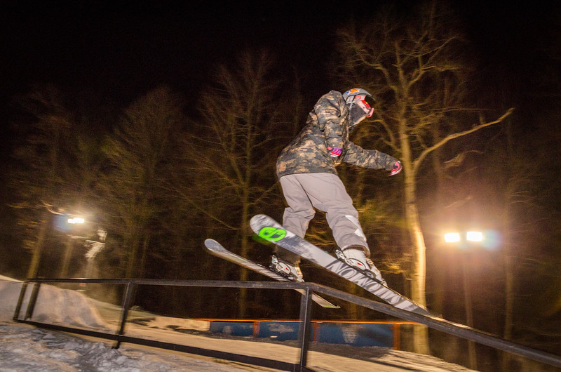 Nighttime-Rail-Jam_Snow-Trails-152.jpg