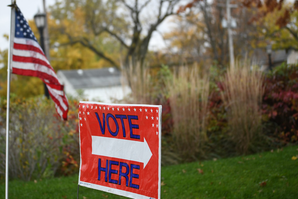 . Eric Bonzar�The Morning Journal<br> A sign outside of Ritter Public Library, in Vermilion, directs voters to the polls.
