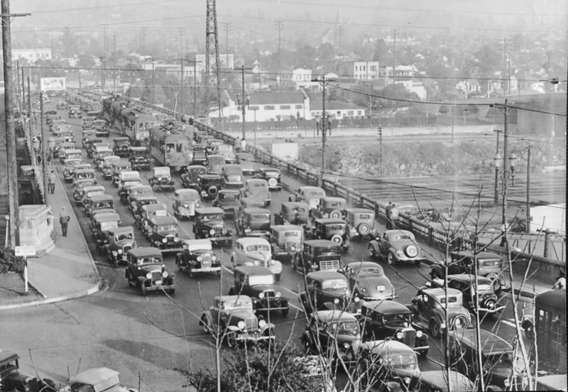 1937, Traffic on Bridge