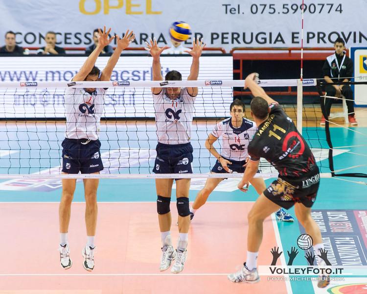 Mengozzi Zanuto muro (Ravenna) Tamburo (Perugia) attacco Sir Safety PERUGIA vs CMC RAVENNA  9ª Giornata andata, Campionato Italiano di Volley Maschile, Serie A1 - 2012/13
