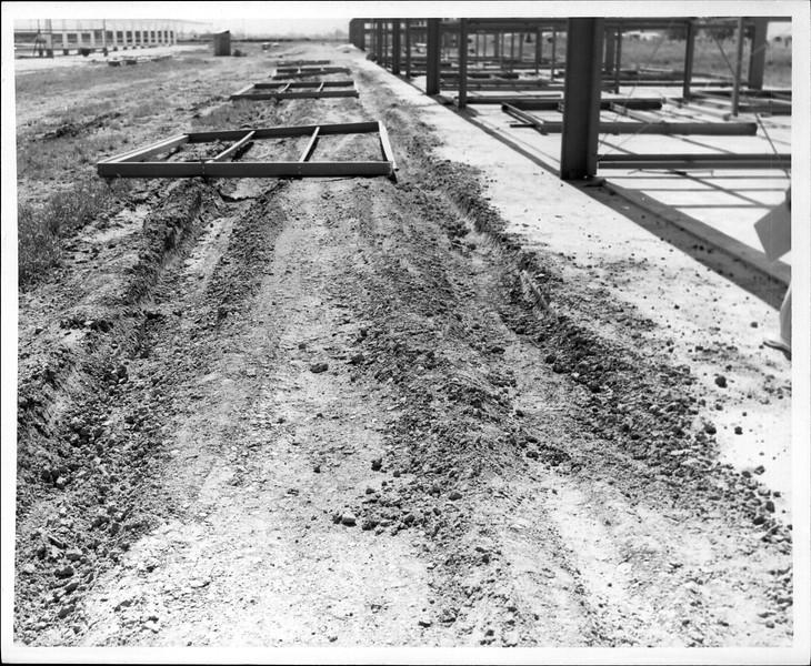 1965 06-07 RHV Hangar Const 03.jpg