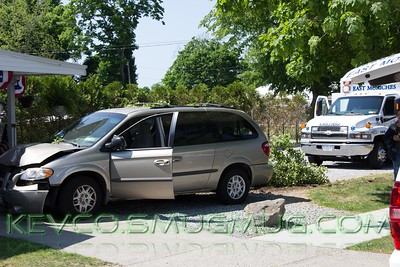 Van vs Tree Montauk Highway and Atlantic Ave 5-29-15