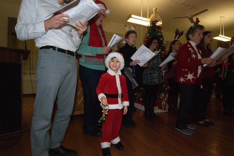2016-12-14-Community-Christmas-Caroling_006.jpg