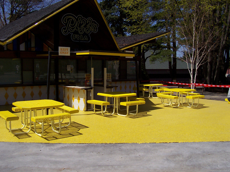 The front of Pizza Ria had been redone. It's now very, very yellow. Pizza Ria itself was closed.