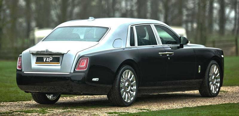 Rolls-Royce Phantom VIII 7.jpg