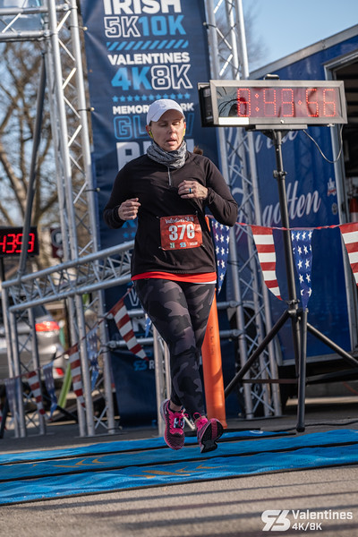 After two weather delays the Bentonville Valentines 5k/8k race went off beautifully with the sun shining.  After a quiet running year in 2020, runners finally got back together, with COVID safety restricitions in place, to run the streets of Bentonville.