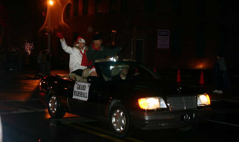 08 12-11 Millard and Linda Fuller greet thousands of people along the 3-mile parade route. ls