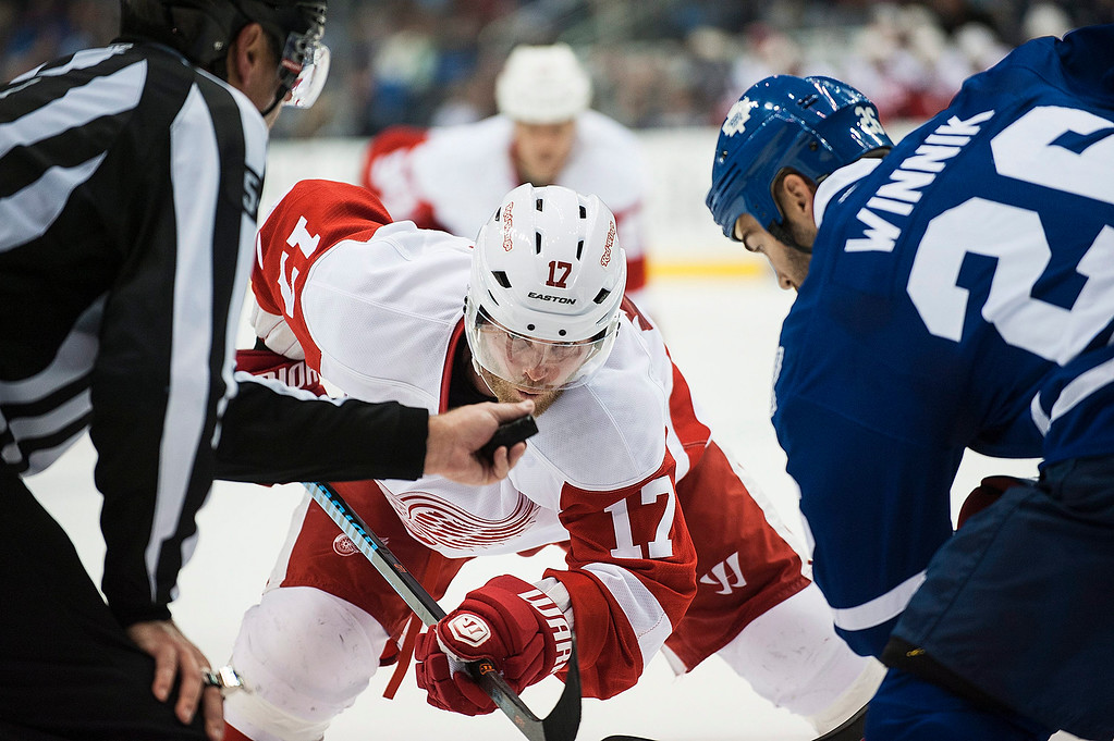 . Detroit Red Wings\' Daniel Cleary (17) eyes the puck during a face-off against Toronto Maple Leafs\' Daniel Winnik during third-period preseason NHL hockey game action in Toronto, Friday, Oct. 3, 2014. (AP Photo/The Canadian Press, Aaron Vincent Elkaim)