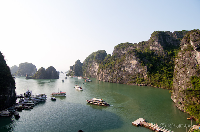 Halong Bay Scenery Vietnam.jpg