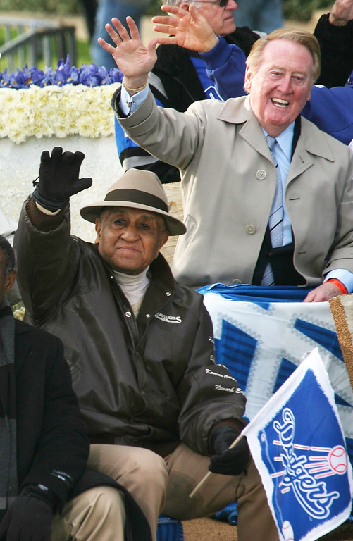 . (L-R) Don Newcombe, former baseball pitcher, and announcer Vince Scully of the Los Angeles Dodgers wave on the parade route during the 2008 Pasadena Tournament of Roses Parade on January 1, 2008 in Pasadena, California.  (Photo by Frederick M. Brown/Getty Images)